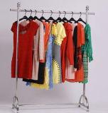 La crémaillère populaire de bride de fixation de vêtement d'étalage de vêtements enregistrent Franco Camion