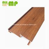 Finition en bois de teck du châssis de porte en aluminium extrudé