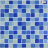 Het Mozaïek van het Bouwmateriaal betegelt het Blauwe Mozaïek van het Glas voor Zwembad