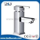 正方形の形の重力の鋳造の真鍮の洗面器の水栓
