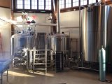 Cerveja em uma máquina 2000L da fabricação de cerveja de cerveja da pequena escala/barra