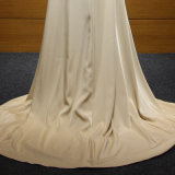Ouro que perla o vestido de noite do enxerto lateral