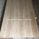 Plancher large conçu balayé chaulé de chêne de planche