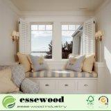 内部の居間のプランテーション様式PVC木のブラインドシャッター