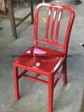 Industrielle Art aufgetragenes Aluminium, welches die im Freienmarine speist Stuhl stapelt