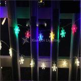 雪片LEDのカーテンストリングは屋外のクリスマスをつける