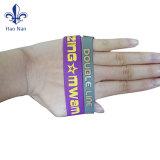 Sortiertes Farben-Neonfarben-Silikon-Band-Armband für Schweber-Alphabet