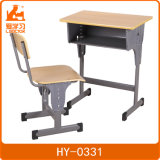 適切なサイズの生徒の学校の机椅子