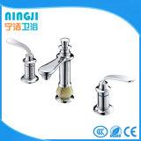 Mezclador de oro del lavabo del color de dos orificios de la palanca 3