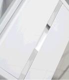 白い単一の流しの浴室の虚栄心