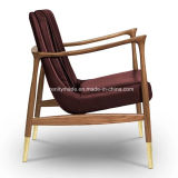 El bastidor de madera de nogal barnizada esencial de cuero Home Hudson Sillón con las piernas de latón pulido