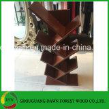 Estantes de madeira na venda a quente