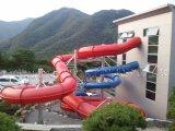 Grandi trasparenze di acqua esterne del parco di divertimenti