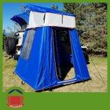 新しい青4X4のオフロードキャンバスのTralierの屋根の上のテント