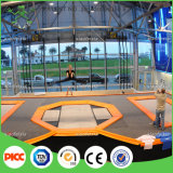 La base dell'interno del trampolino dei capretti, trampolino dell'interno, scherza il trampolino