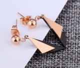 De zwarte en nam de Gouden Oorringen van de Nagel van het Roestvrij staal van de Driehoek van de Kleur Dubbele 316L voor de Vrouwen van de Oorringen van de Nagels van Vrouwen toe