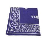 Comporre il Bandana della sciarpa stampato modo delle donne eleganti