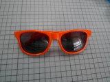 Moda plástico óculos de sol com a marca do OEM
