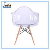 Cadeira plástica transparente desobstruída moderna de Emes