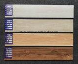 建築材料の新しいコレクションの床の磁器の自然な石造りの木製のフロアーリングのセラミックタイル