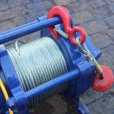 Kleines Kabel, das elektrische Handkurbel-Maschine für das Hochziehen zieht