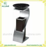 上の大理石の洗面器が付いているステンレス鋼の灰皿の大箱
