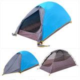 1 شخص خارجيّ يخيّم يرفع [بكبكينغ] خيمة