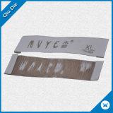 Contrassegno tessuto tessuto di superficie molle piano basso dell'indumento di MOQ con la piegatura di conclusione