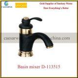 La porcelaine sanitaire noir de l'eau du robinet du bassin du robinet