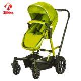 Прогулочная коляска младенца с рамкой и регулярно местом