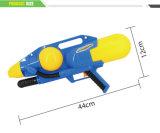 장난감 (10256441)가 물총 재미있은 여름에 의하여 농담을 한다