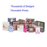 Sacs de transporteur de papier de empaquetage estampés par modèle fait sur commande d'achats de cadeau de logo