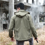 戦術的なSoftshellハンチングジャケットの人の屋外のジャケット