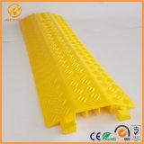 Желтые пандусы кабеля пола PVC канала метра 3 крышки одного