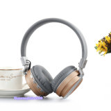 TFのカードUSBの充電器ケーブルが付いているFoldable BluetoothのステレオのヘッドホーンFMのラジオ