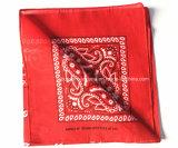 中国の工場OEMの農産物のカスタム二重側面プリント綿の赤いペーズリーのスカーフ