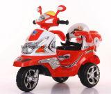 Conduite électrique de gosses de moto de bébé sur le véhicule
