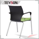 Parte posterior y asiento del plástico de los PP con la silla de la conferencia de la oficina de las piernas del amortiguador y del metal