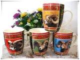 いろいろな種類の動物が付いているコーヒー・マグ