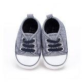 O calçado desportivo para crianças Sola macia