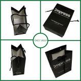 Matte noire de luxe de sac de papier d'OEM avec l'impression de logo
