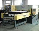 Máquina de corte de tecido de quatro cores de precisão de alimentação de lado único / Pressão de corte de couro