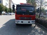 Economische Afmeting 4, 000 Liter van de Vrachtwagen van de Brand Dongfeng van de Capaciteit, de Specificaties van de Vrachtwagen van de Brand, De Prijs van de Vrachtwagen van de Brandbestrijding