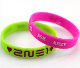Wristbands su ordinazione resi personali del silicone per il vostro evento