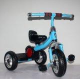 Ce tricycle a approuvé les enfants Les enfants voyagent sur la voiture avec de la musique de jouets pour bébés