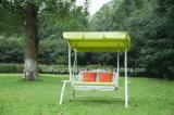 Cadeira ao ar livre do balanço do pátio do jardim com Rattan