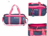 As meninas personalizaram sacos da equipe de nadada para a natação (BF161034)