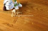 Plancher en bois d'or de cendre gratté par main solide de T&G