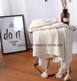 編まれた綿の投球のベッド毛布の柔らかい綿居心地のよい毛布