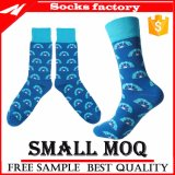 Form Muti-Farbe Baumwollmittleres Kalb-glückliches Socken-Mann-Socken-Kleid-kundenspezifische Firmenzeichen-Kleid-Socken